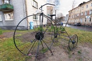 Двухметровый велосипед продержался 3 месяца