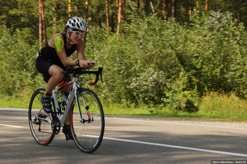 """Велосипедистки из Барнаула на лидерских позициях в """"полужелезной"""" дистанции триатлона Altai3Race"""