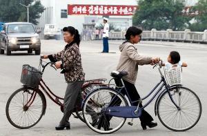 В Северной Корее женщинам разрешили ездить на велосипеде