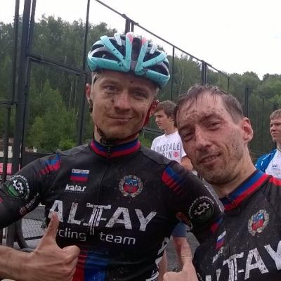 С гонки в Бердске барнаульцы приехали грязные, но с медалями