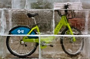 Замороженный велосипед - символ начинающегося велосезона